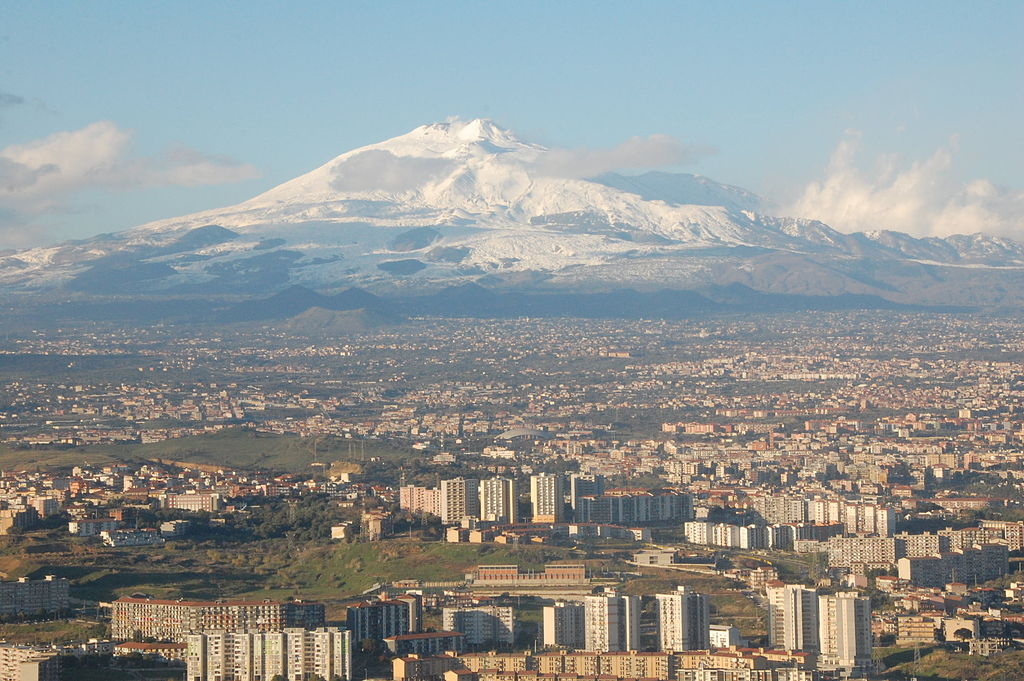1024px-Mt_Etna_and_Catania.JPG