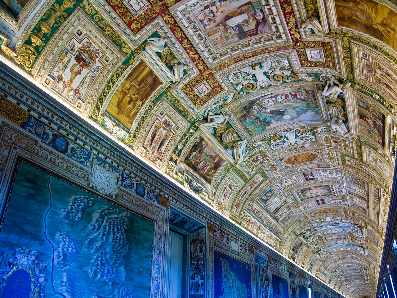 1280px-Vatican-Musee-PlafondSalleCartes.