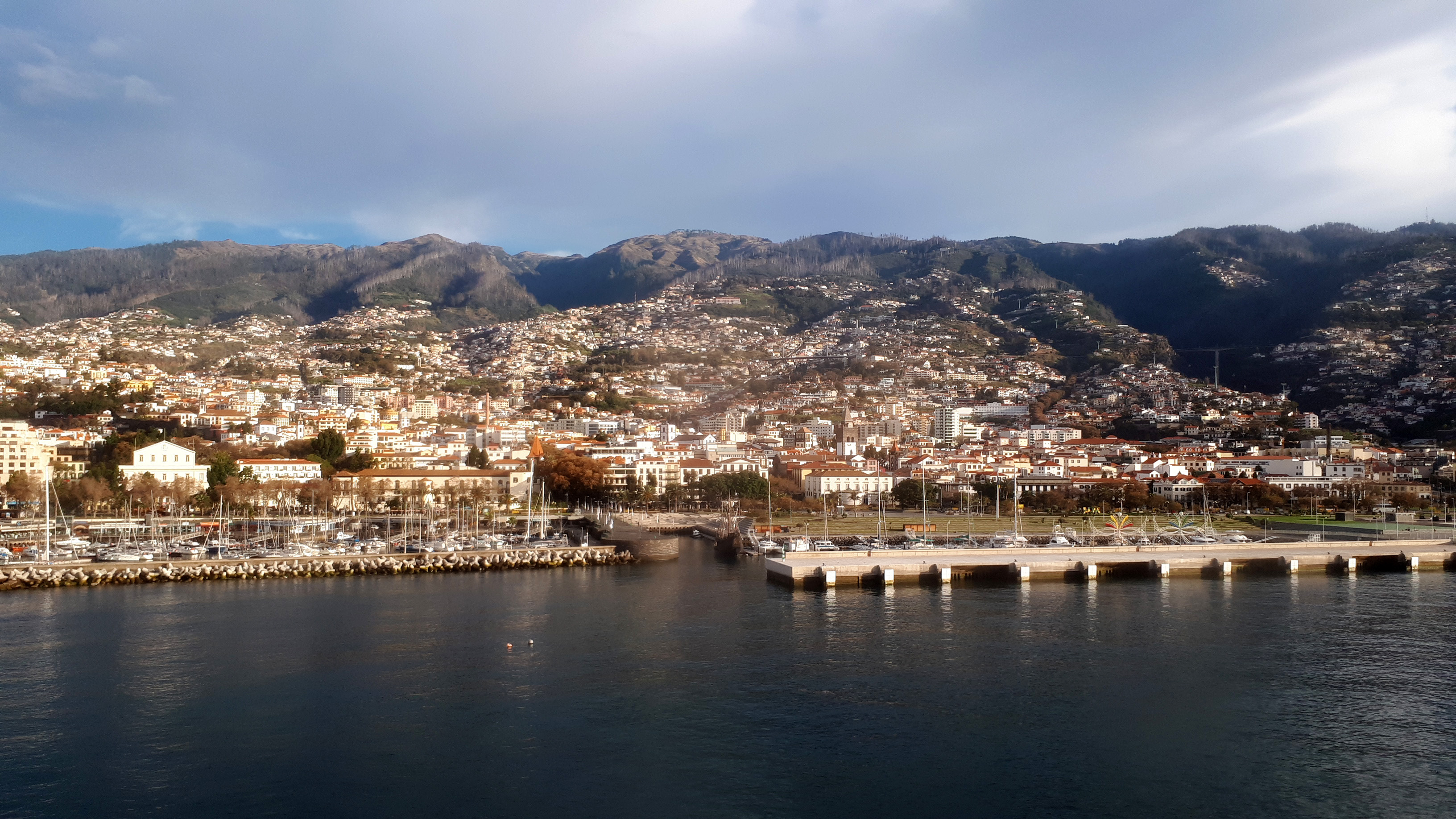 funchal-madeira-island-portugal-city-and