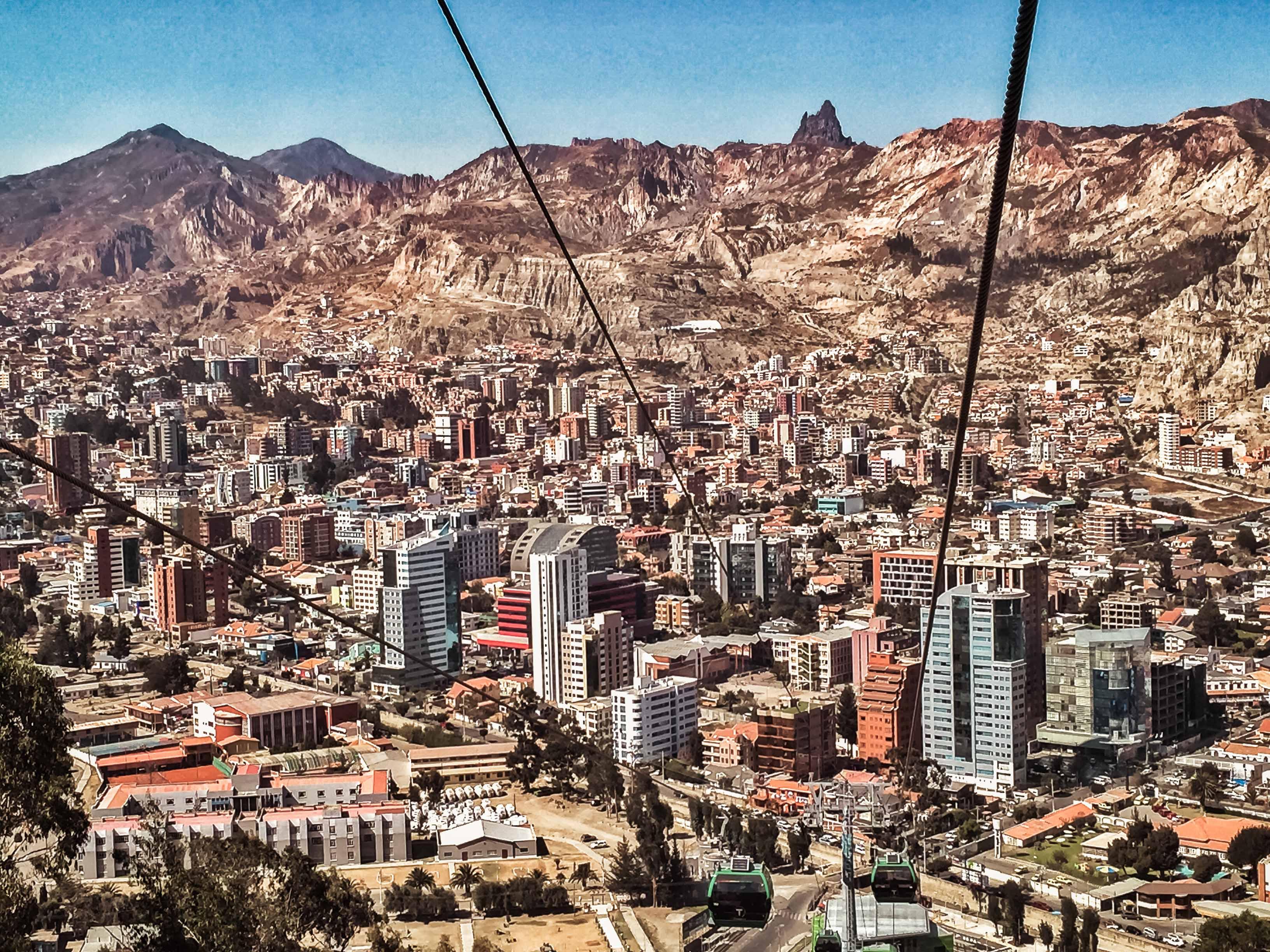 Calacoto_La_Paz,_Bolivia.jpg