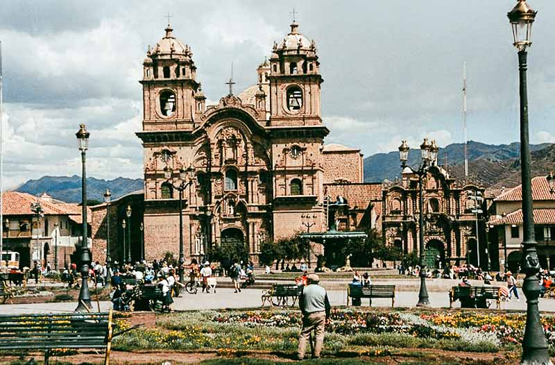 Cusco-plaza.jpg