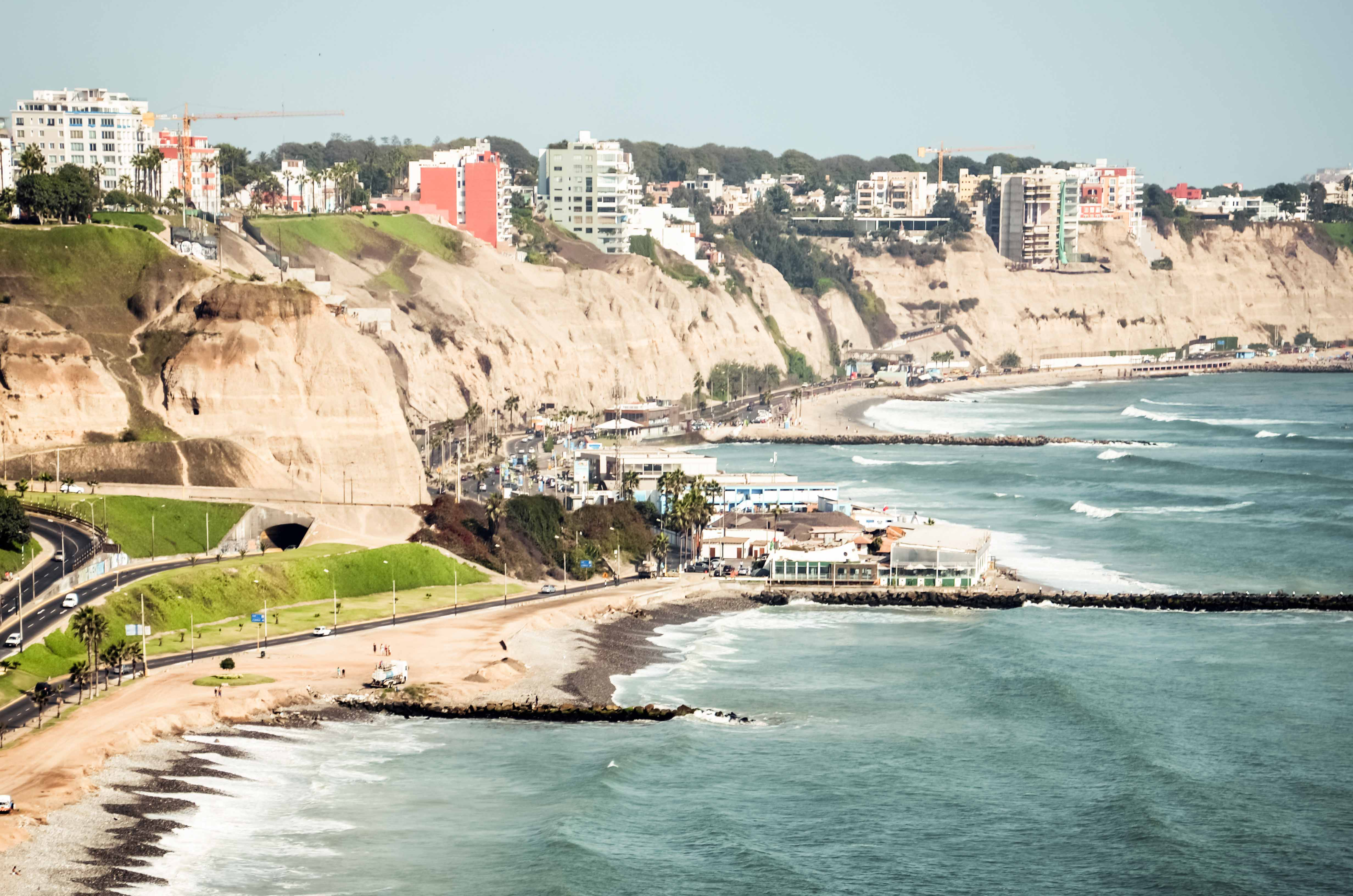 Lima,_Peru_-_Barranco_Skyline.jpg