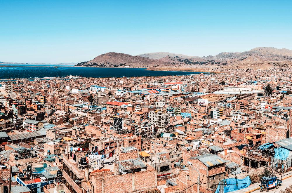 Vista_de_Puno_y_el_Titicaca,_Perú,_201