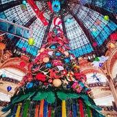 🎄 It's Christmas time! 🎁 Make sure to spread magic vibes✨ ———✈︎ . . . #christmastime #christmastable #xmastime #xmastree🎄 #xmas2020 #christmas2020 #mochileiro #wanderluster #feliznavidad #feliznatal🎄 #navidad2020 #natal2020 #noel #noel2020 #chrismas #christmasstyle #ftgparis #parismonamour #parisfrance #francetrip #parisjetaime #parisphoto #parisweloveyou #parisparis #christmasdecoration #holidaycheer #holidayvibes #christmassy #galerieslafayette #falalalala